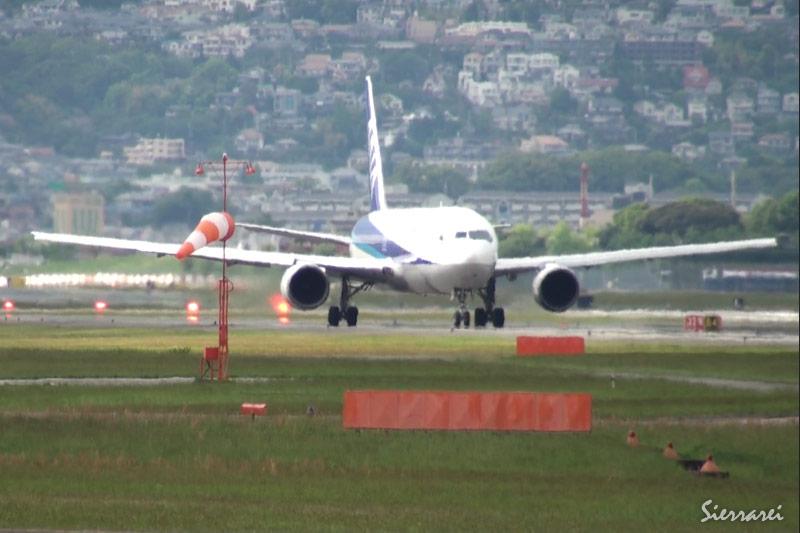 大阪国際空港(伊丹空港):ANA JA8289 離陸シーン