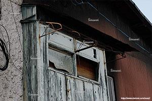 写真素材、古いトタン、木材、配線