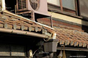 木造家屋の屋根、瓦