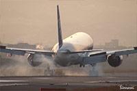 大阪国際空港(伊丹空港):JA703A着陸シーン。JA753A離陸シーン