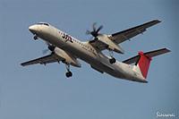 大阪国際空港(伊丹空港):JA846C着陸シーン。強風でバウンドして着陸。