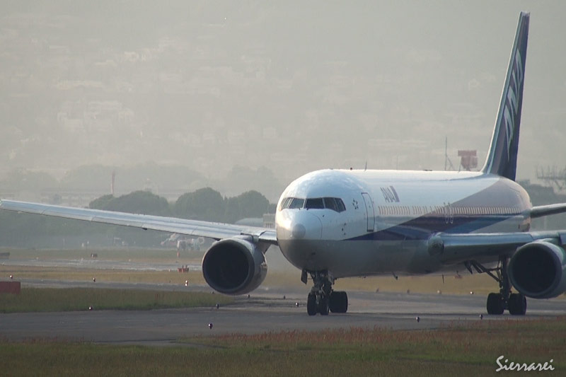 大阪国際空港 ANA JA601A離陸